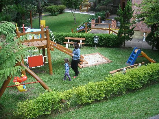 Hotel Recanto da Serra: Área Verde do parquinho