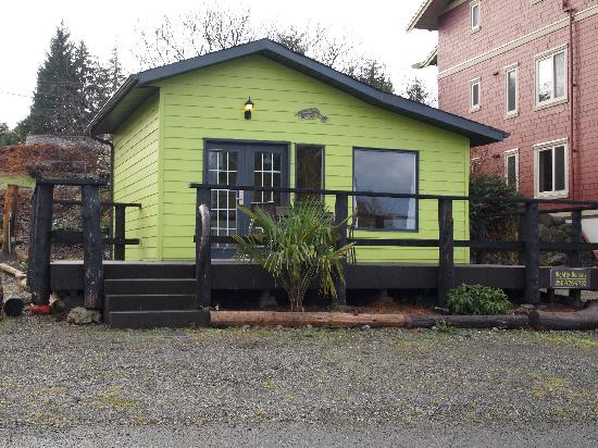 West Coast Motel on the Harbour: The Little Green Cabin-Book by phone