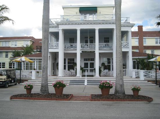 Gasparilla Inn & Club: Front entrance of the Gasparilla Inn