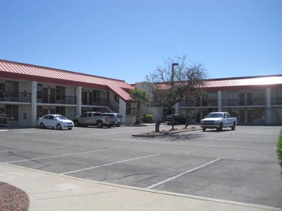 Red Roof Inn Tucson South - Airport: Parking lot