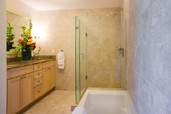Alexandra Resort: One Bedroom Bathroom