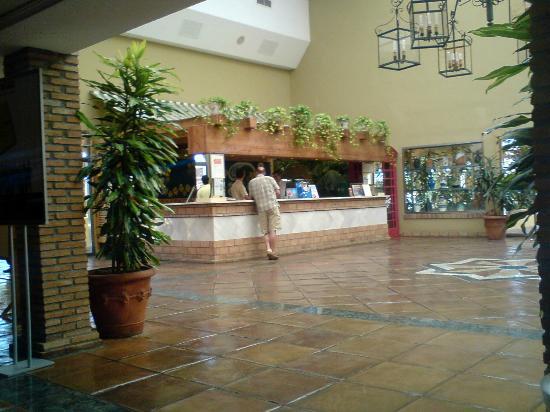 Marbella Playa Hotel: Empfangshalle