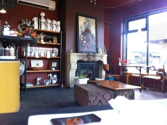 Caffe Sola: fireplace