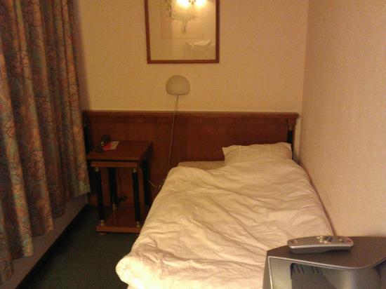 Albergo Acquarello: Petite chambre 1 lit, avec douche (mars 2012).
