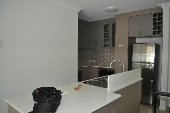 Elysium Apartments : kitchen