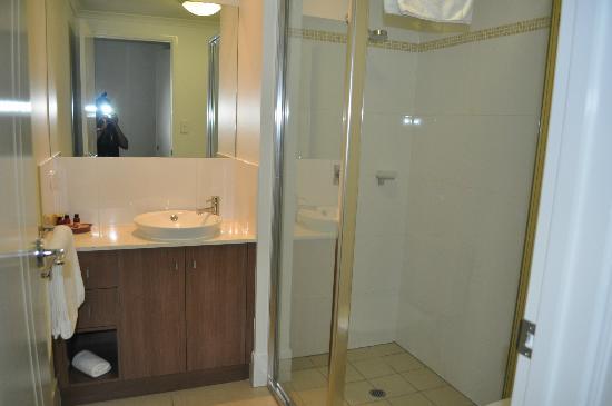 Elysium Apartments: Bath