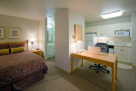 Extended Stay America - Boston - Westborough - Computer Dr.: Queen Deluxe
