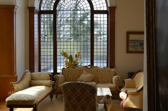 Doxford Hall Hotel: Common seating area