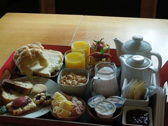 Lirolay Suites: Desayuno