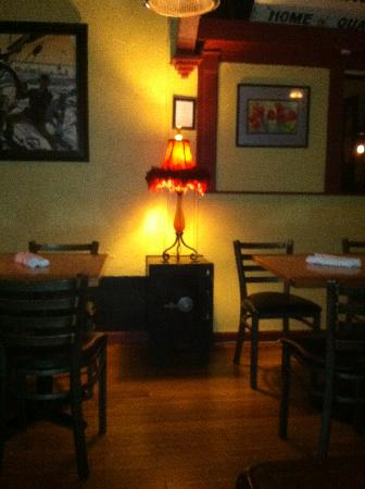 Water Street Cafe : dining room deco delights