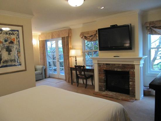 The Gables Inn Sausalito: Our suite fire place