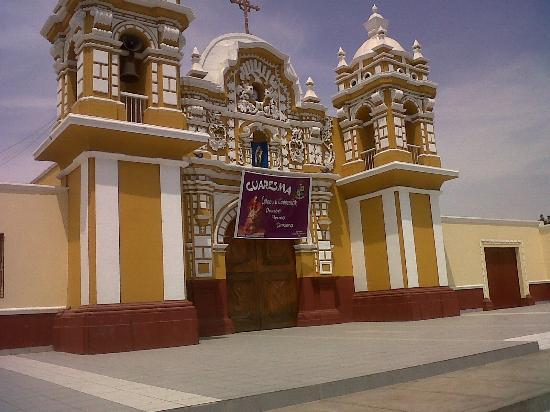 Museo Arqueologico Paracas: Iglesia del Pueblo de El Carmen, Chincha