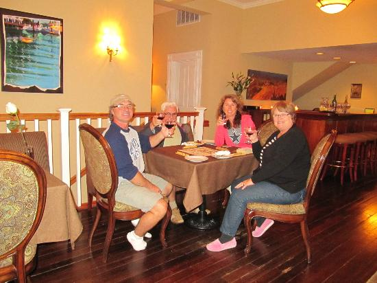 The Gables Inn Sausalito: Having a snack and glass of wine