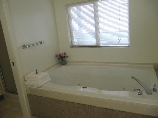 Seacliff Motel on the Bluff: Jacuzzi tub