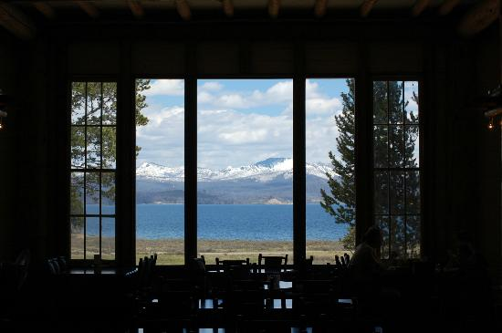 Lake Lodge Cabins: View out the dinner room window of the lodge