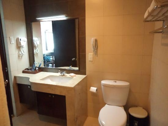 Smallville 21 Hotel: Bathroom 1