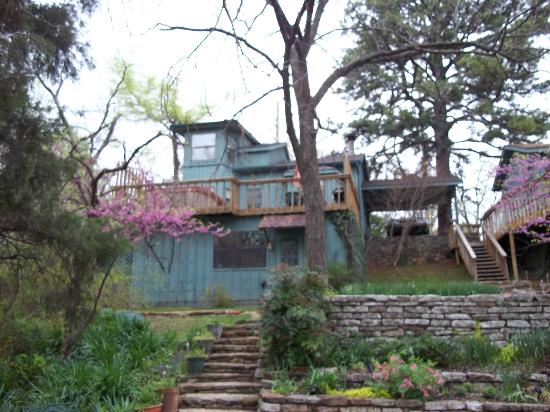 Treehouse Cottages: Hillside haven back