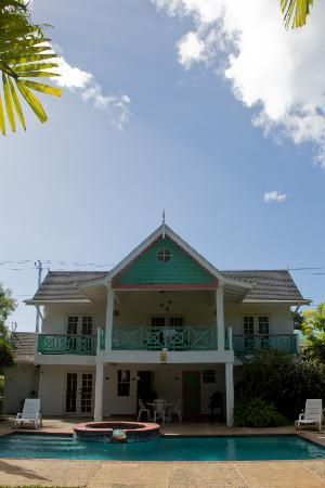 Sea Shells Vacation Villas: Back of the house