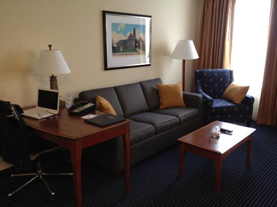 Residence Inn by Marriott Boston Woburn: Living Room