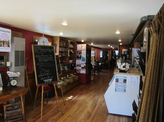 Waterwheel Cafe, Bakery & Bar: Warm cozy atmosphere at Waterwheel