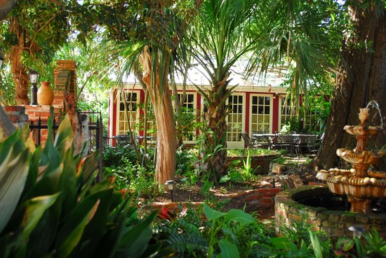 The New Orleans Jazz Quarters : Courtyard
