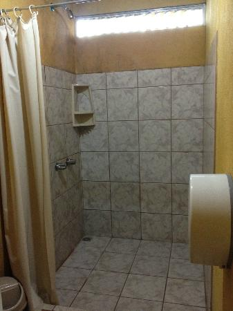 Cabinas Las Palmas: Huge shower!