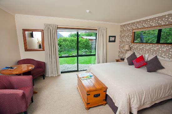 Black Peak King Room at Wanaka Springs Lodge