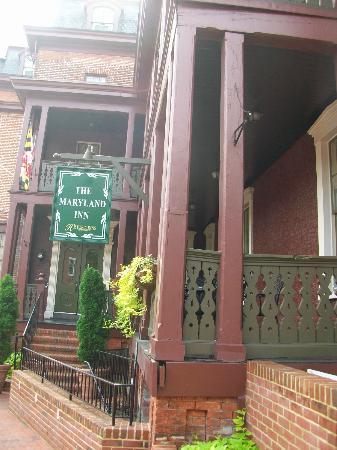 Historic Inns of Annapolis: Entrance to Maryland Inn
