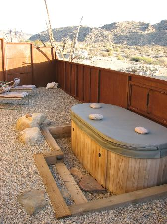 Sacred Sands: Private jacuzzi outside of room