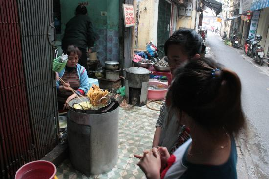Manh Dung Guest house: In alley, must try these sweet potato deep fried.