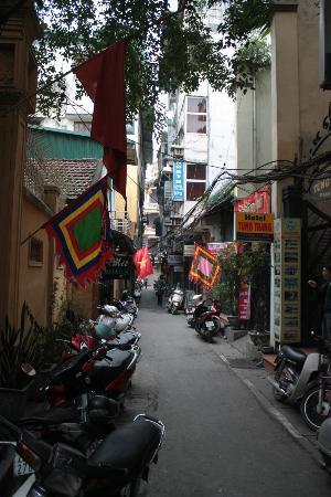 Manh Dung Guest house : Alley that Manh Dung is on.. Very Quite.