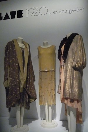 Museum of Vancouver : Evening dresses and coats