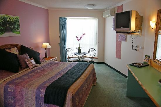 Sapphire Waters Motor Inn : King Executive Suite