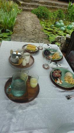 Moon Garden Tagaytay: Breakfast 1st day. The longganisa set is unforgettable!