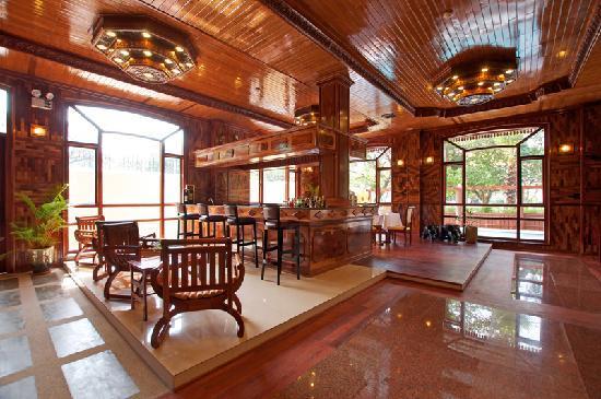 Angkor Sayana Hotel & Spa: River Street Lounge