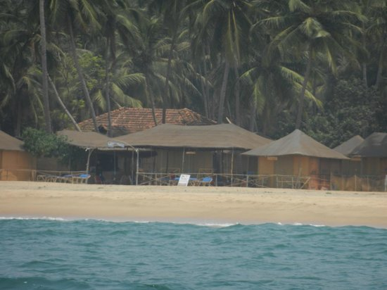 Anantra Sea View Resort: hotel view from beach..