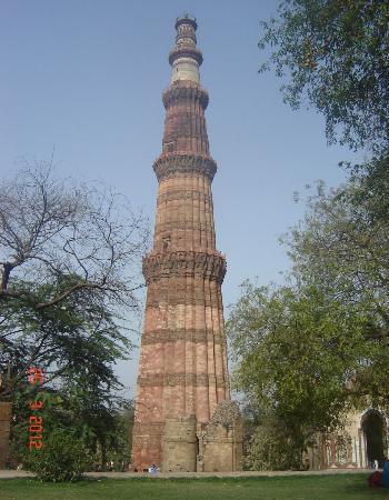 กุตับมีนาร์: Qutub Minar - Five Storeys & 72.5m high