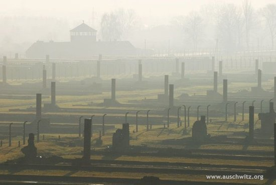 Oswiecim, Puola: Former Auschwitz II-Birkenau camp. BII sector with the main camp gate.