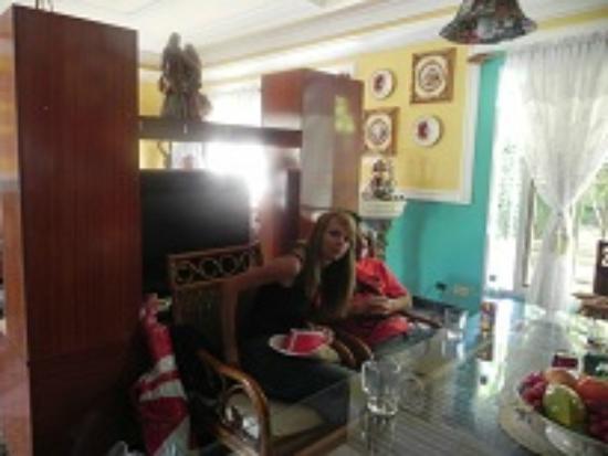 Pedrito Hostal: living room