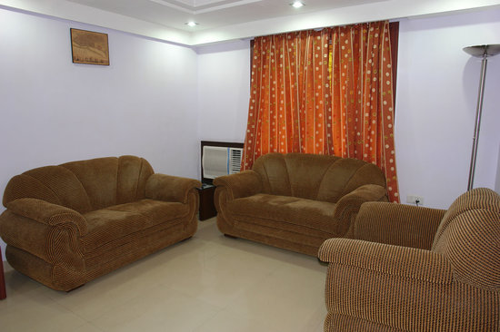 Madhulika Hotel: Suite Room Sofa