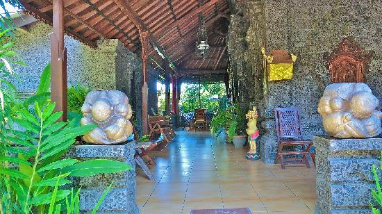 Aahh Bali Bed & Breakfast: Main Floor Porch