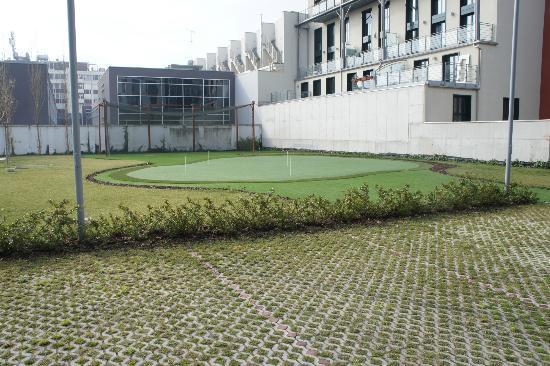 Ramada Plaza Milano: Small Golf Course in a private hotel yard