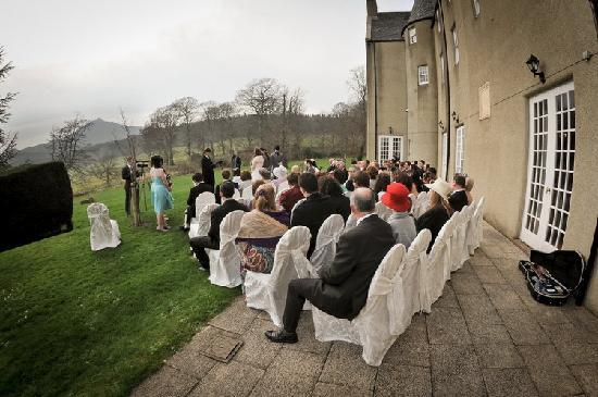 Macdonald Pittodrie House: Our outside wedding looking onto Bennachie