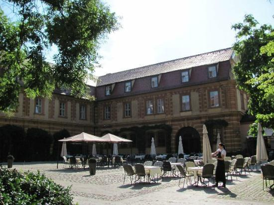 Buergerspital zum Heiligen Geist: square and outside seating