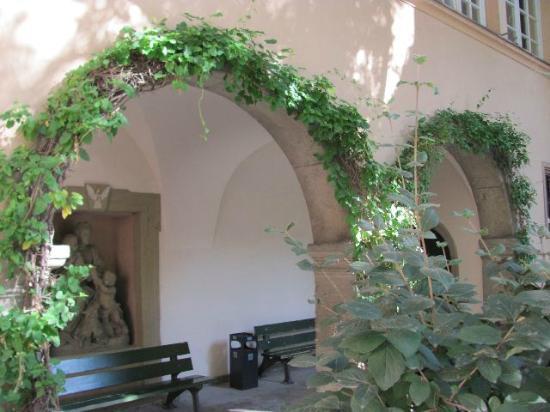 Buergerspital zum Heiligen Geist - Weingut: outside