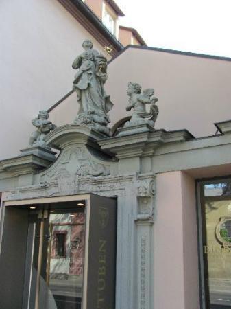 Buergerspital zum Heiligen Geist: statues