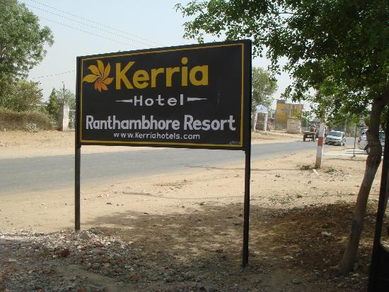 Hotel Ranthambhore Resort : hotel entrance board