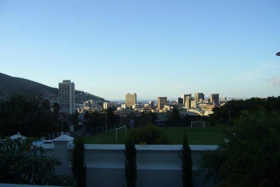 MannaBay : Blick auf die Skyline von Capetown am Morgen