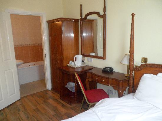 Single Room Comfort Nights Hotel