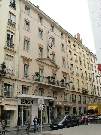 Hotel des Artistes : The Hotel from Place Des Celestins